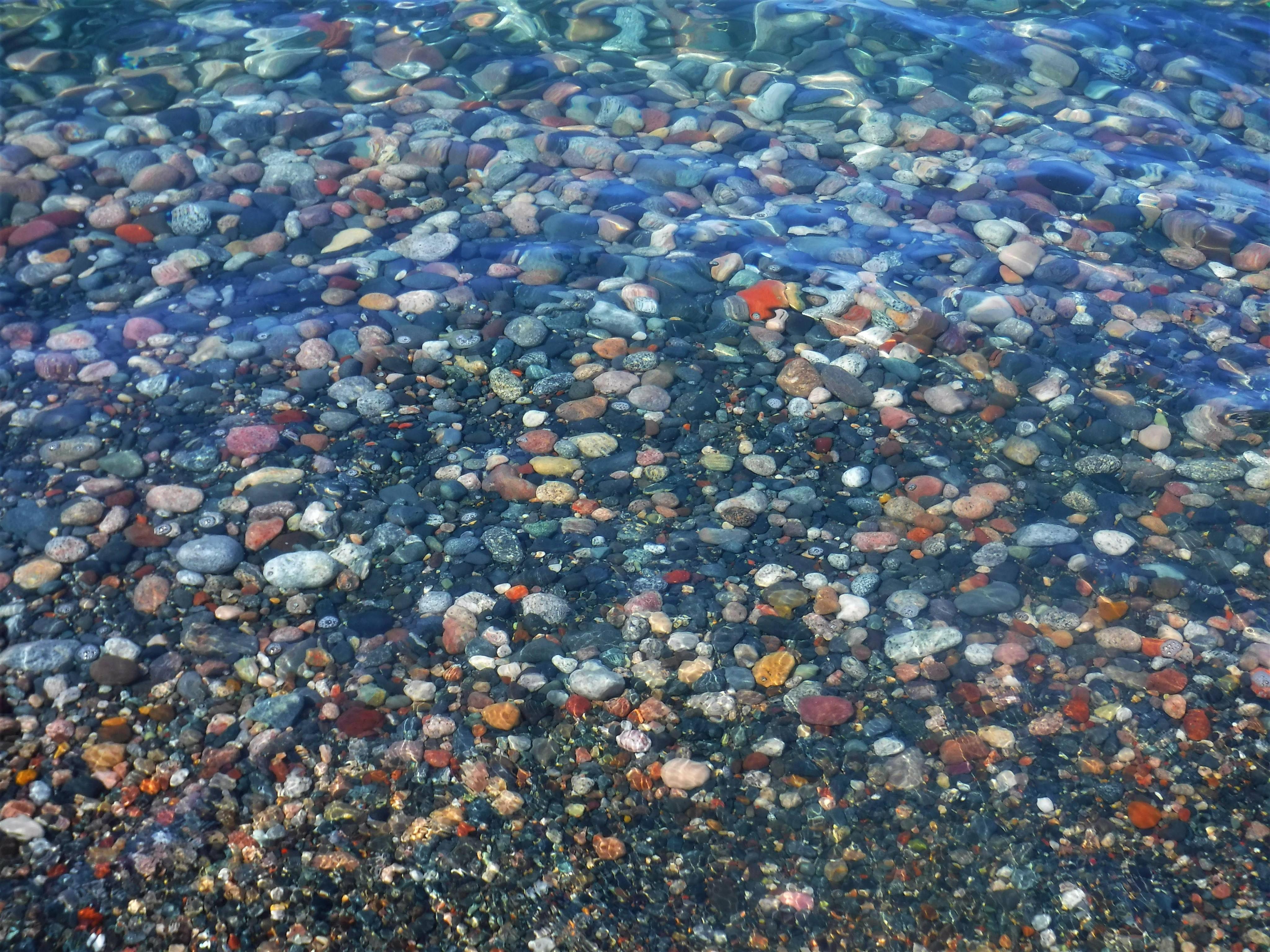 3-lake-rocks