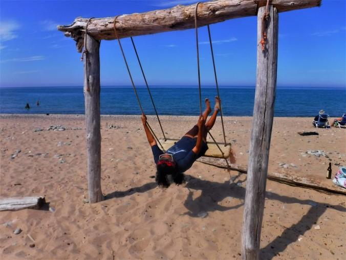 6-rose-beach-swing