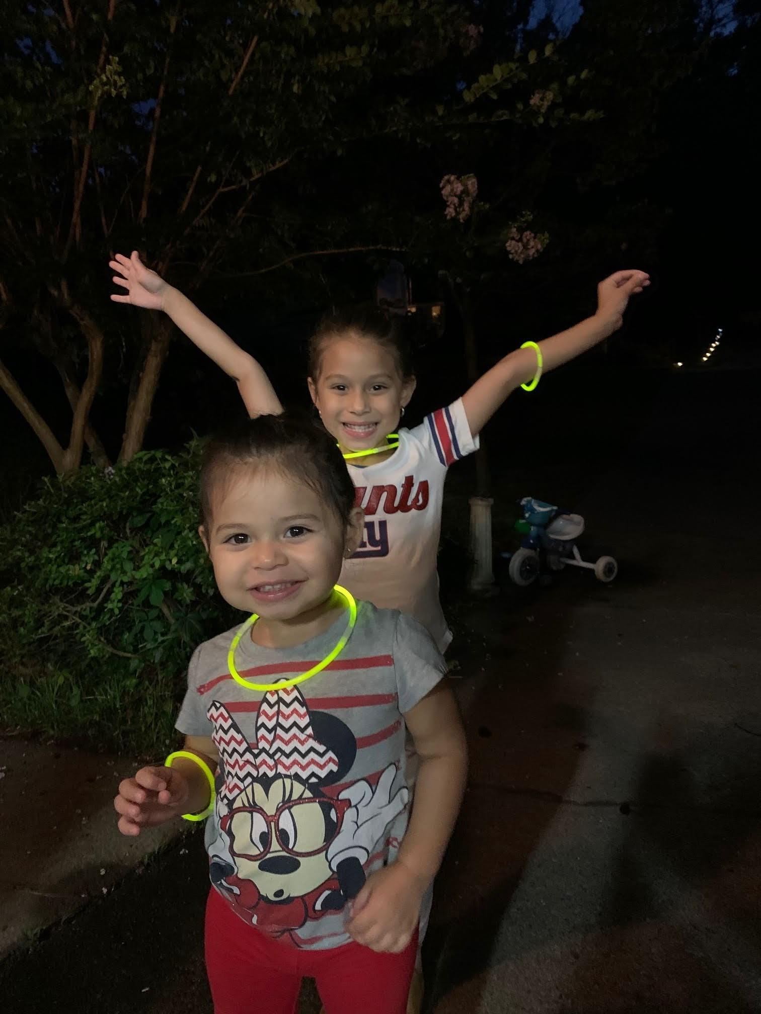 8-girls-glow-sticks